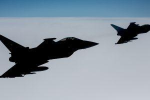 NATO naikintuvai keturis kartus lydėjo rusų orlaivius