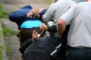 Iki komos vyrą sumušusiems marijampoliečiams gresia 10 metų kalėjimo
