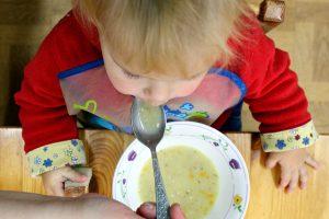 Šokiruojantis tyrimas: koks maistas pasiekia vaikų darželius?