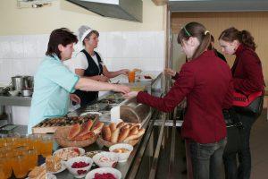 Mokyklų valgyklose kasos aparatai taps privalomi