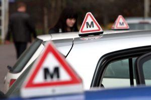 Konkurencijos taryba: kai kurios vairavimo mokyklos klaidino vartotojus