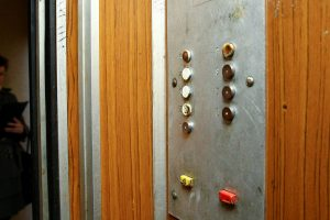 Seni liftai gąsdina, bet gyventojai jų nekeičia