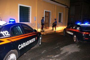 """Daugiau nei tūkstantis Italijos policininkų ieško """"Ndrangheta"""" mafijos narių"""