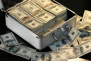 Kad ir ką sako psichologai, pinigai turi įtakos laimei