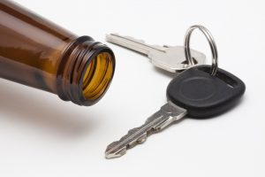 Moteris sustabdė neblaivų vairuotoją ir atėmė jo automobilio raktelius