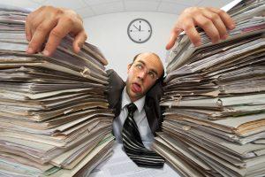 Persidirbdamas darbuotojas kenkia ne tik sau, bet ir darbdaviui