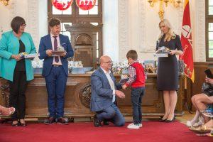 V. Matijošaitis pasveikino pirmaklasius iš gausių šeimų