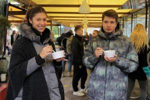 Studentai miestiečiams dalijo šimtmečio moliūgienę