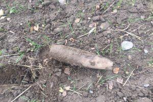 Pasienyje su Rusija ūkininkas aptiko pavojingų sprogmenų