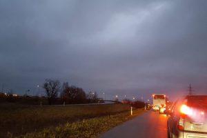 Ties išvažiavimu iš Kauno susidūrė keturi automobiliai ir vilkikas (papildyta)