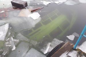 Ežere Trakuose nuskendo pramoginis laivas