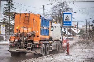 Kelininkai Kauno gatves vadavo iš ledo gniaužtų