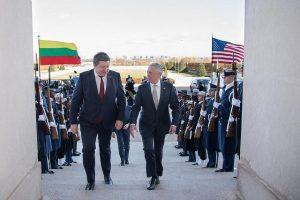 R. Karoblis paprašė JAV gynybos sekretoriaus dažniau rengti pratybas Lietuvoje