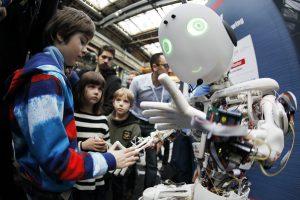 Iš ko darbą atims nauja robotų revoliucija?