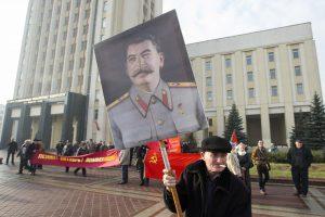 Baltarusijos opozicija reikalauja bausti už J. Stalino represijų neigimą