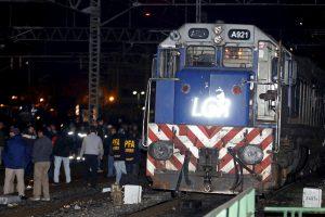 Mumbajuje traukinys suvažinėjo keturis darbininkus