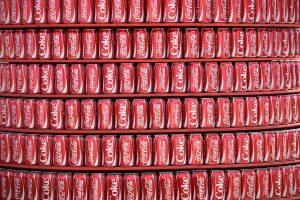 """""""Coca-Cola"""" gamyklos darbuotojai vietoj apelsinų sulčių rado kokaino siuntą"""