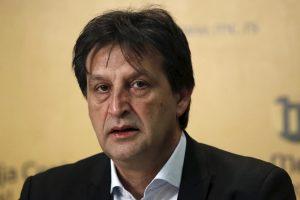 Už seksizmą atleistas Serbijos gynybos ministras liks ištikimas savo partijai