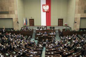 Kitais metais Lenkijoje nebeliks gimnazijų