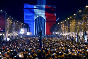 Naujųjų metų naktį saugumą Paryžiuje užtikrins 12 tūkst. pareigūnų