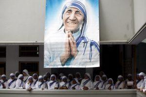 Atjautos šventenybe tapusi Motina Teresė bus paskelbta šventąja