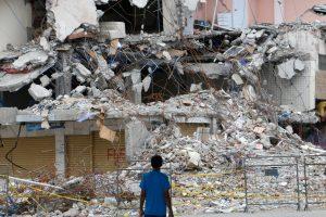 Galingi požeminiai smūgiai Ekvadore: vienas žmogus žuvo, 85 sužeisti