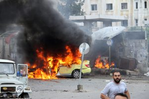 Per sprogimus Sirijos režimo miestuose žuvo daugiau nei 120 žmonių
