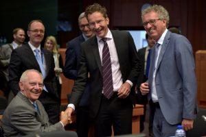 Euro zonos ministrams pavyko susitarti dėl Graikijos skolų