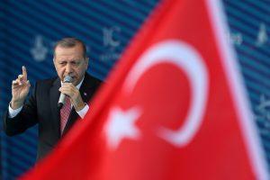 Turkijoje suimti buvę diplomatai, siejami su nepavykusiu perversmu