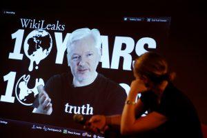 J. Assange'as paviešins svarbios informacijos apie JAV prezidento rinkimus