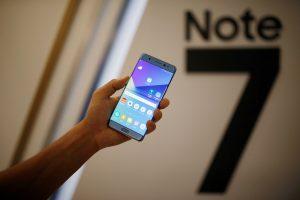 """""""Samsung"""" žada ištirti visas sprogstančio """"Galaxy Note 7"""" dalis"""