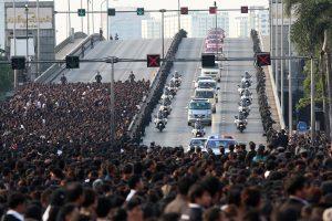 Tailando karaliaus palaikai atvežti į Didžiuosius rūmus