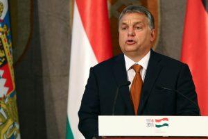 Tarp protestuojančių prieš Vengrijos politiką – Nobelio premijos laureatas