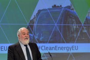 """ES planuoja didinti """"švarios energijos"""" naudojimą"""