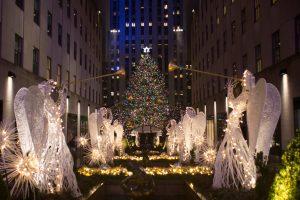 Rokfelerio centre Niujorke įžiebta garsioji Kalėdų eglė
