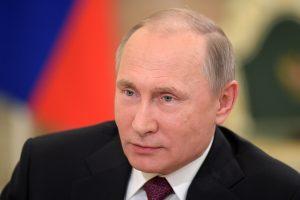 Prieš vizitą į Japoniją V. Putinas ragina sudaryti taikos sutartį
