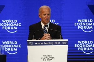 J. Bidenas perspėja dėl Rusijos keliamos grėsmės liberaliajai tvarkai