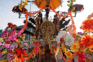 Malaizijoje tūkstančiai hinduistų dalyvauja spalvingoje Taipusamo šventėje