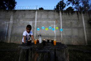 Gvatemalos vaikų prieglaudoje gaisras nusinešė mažiausiai 29 gyvybes