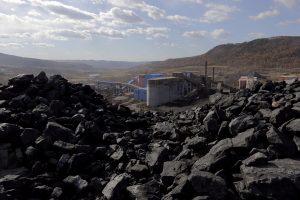 Kinijos anglių kasykloje prasiveržus dujoms žuvo 18 darbininkų