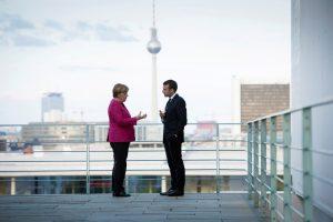 E. Macronas užsitikrino A. Merkel paramą siekiui pertvarkyti Europą