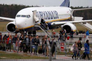 """""""Ryanair"""" nepavyko tapti daugiausiai keleivių skraidinusia Europos aviakompanija"""