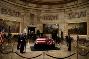 JAV atsisveikina su Dž. H. W. Bušu