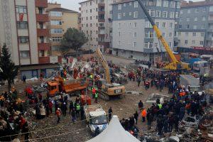 Stambulo daugiabučio griūties aukų padaugėjo iki 21