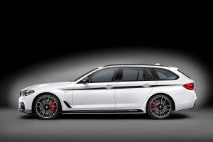 """BMW pristato penktosios serijos universalus su """"M Performance"""" paketu"""