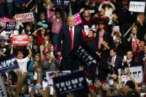 D. Trumpas ir H. Clinton baigia kovą dėl JAV prezidento posto