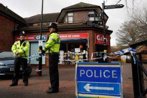 """Britų policija mano identifikavusi """"Novičiok"""" atakos įtariamuosius"""