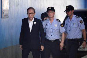 Buvęs Pietų Korėjos prezidentas 15 metų kalės už korupciją