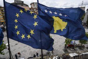 EK siūlo panaikinti vizų režimą Kosovui