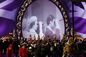 Britų monarchės 90-ojo gimtadienio šventėje – žirgų šou ir pasaulinės žvaigždės
